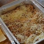 Lasagnes à l'ail des ours Une rangée de fromage râpé