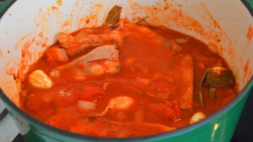 Ajouter tomate et laurier