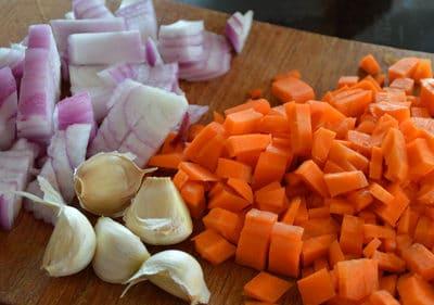 Couper en cubes les légumes
