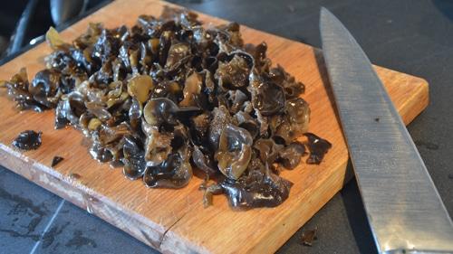 Les champignons noirs