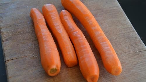 Eplucher uis couper en rondelles les carottes