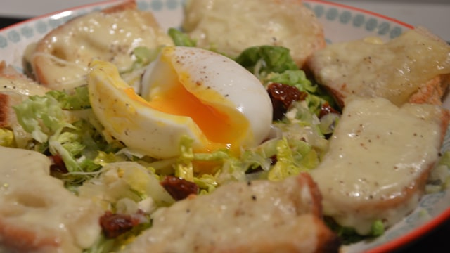 <span class='p-name'>Salade et raclette</span>